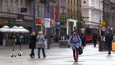 Więcej osób w komunikacji miejskiej, maseczki na powietrzu nieobowiązkowe. Dalsze luzowanie obostrzeń od 15 maja