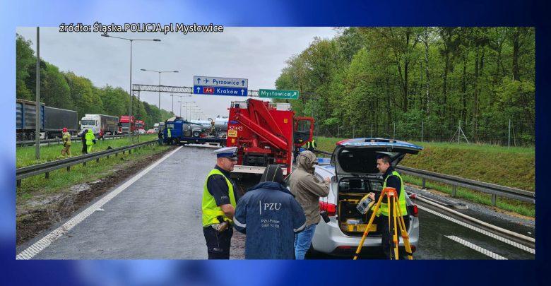 Trudna sytuacja na autostradzie A4 Katowice-Kraków. Na krótkim odcinku drogi w Mysłowicach doszło do 2 kolizji i wypadku. Tworzyły się kilometrowe korki.
