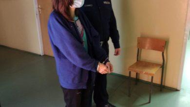 2-latek wypadł z okna. Jego matka była pijana. Kobieta usłyszała zarzuty (fot. KRP V - Bielany, Żoliborz)