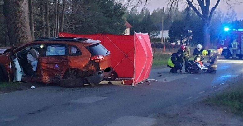 Dwóch motocyklistów zginęło w czołówce z Jeepem! W szpitalu zmarła pasażerka jednego z nich (fot.KPP Zgierz)