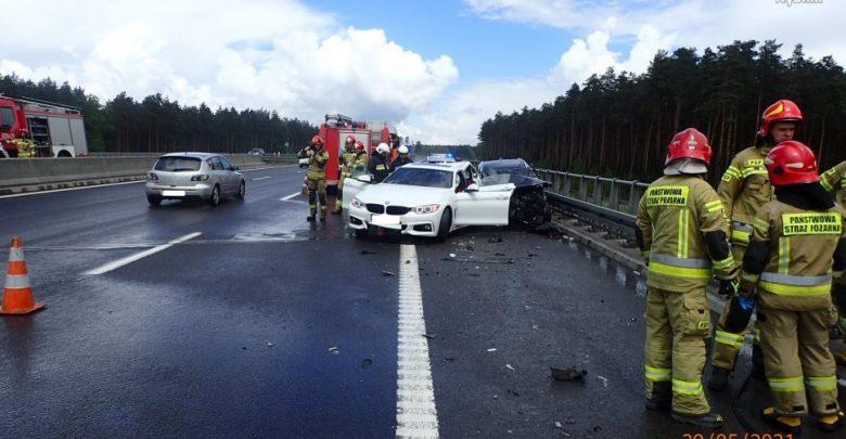 BMW i Kia zderzyły się na autostradzie A1. Śmiertelny wypadek w Rybniku (fot. Policja Śląska)