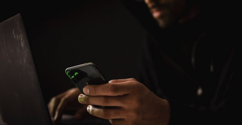 Śląskie: Oszustwo z platformą OLX i komunikatorem WhatsApp ma się dobrze. Są kolejni naciągnięci na tysiące! (fot.pexels.com)