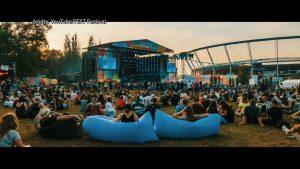 Kluby piłkarskie, organizatorzy festiwali i koncertów czekają na zniesienie limitów na imprezach