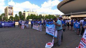 Pielęgniarki i położne dają czerwone kartki rządzącym i protestują w całym kraju. Dzisiaj personel z 40 szpitali w Polsce na dwie godziny odszedł od łóżek, organizowane były pikiety