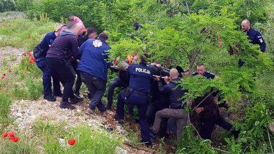 Motocyklista miał wypadek w Kosowie. Leżał w wąwozie przez kilka dni. Ratowali go Śląscy policjanci [ZDJĘCIA]. Fot. Policja Śląska