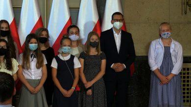 Objazd premiera po Śląsku: Wręczał nagrody uczniom w Katowicach, w Mikołowie podziwiał fabrykę przetworów