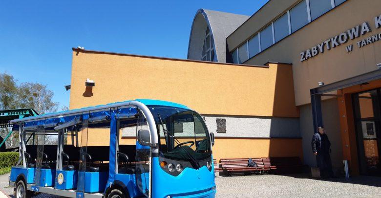 Wycieczki obsługiwać będą przewodnicy, którzy na co dzień oprowadzają turystów po Zabytkowej Kopalni Srebra i Sztolni Czarnego Pstrąga. Będą oni z turystami od samego początku wycieczki, czyli w Zabytkowej Kopalni Srebra. [fot. UM Tarnowskie Góry]