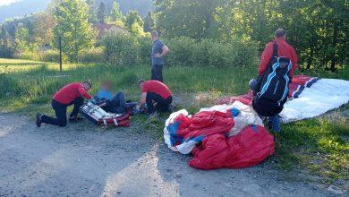 Awaryjne lądowanie paralotniarza, wypadki rowerowe. Trudny początek długiego weekendu w Beskidach. Fot. GOPR Beskidy