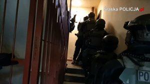 Śląscy policjanci zwalczający przestępczość gospodarczą wraz ze służbami Ministerstwa Finansów rozbili dwie zorganizowane grupy przestępcze zajmujące się nielegalnym hazardem