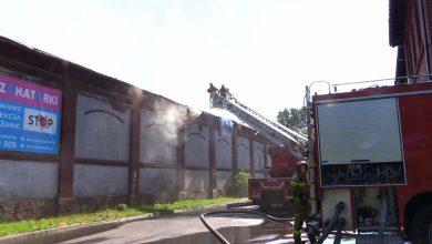 Wciąż nie wiadomo co spowodowało ogromny pożar w Chorzowie. Gasiło go 17 zastępów
