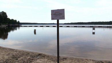 Dopiero co otwarte kąpielisko przy Jeziorze Paprocańskim w Tychach - już zostało zamknięte do odwołania. Powodem zakazu kąpieli w zbiorniku są wykryte przez sanepid sinice.