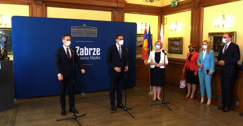 Premier Morawiecki rozwoził dzisiaj po Śląsku czeki na grube miliony. To środki na inwestycje z Funduszu Norweskiego i EOG