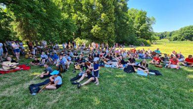 Pszczyna: Odegrali utwór Jimiego Hendrixa. Ponad 120 gitarzystów zebrało się w sobotę W Parku Zamkowym (fot.UM Pszczyna)