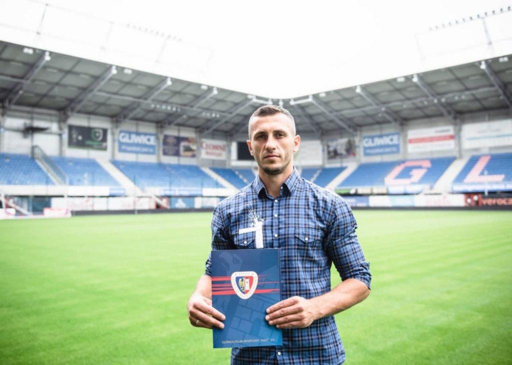 Nowy kontrakt ozdobił swoim podpisem także Tomasz Jodłowiec (fot.Piast Gliwice)