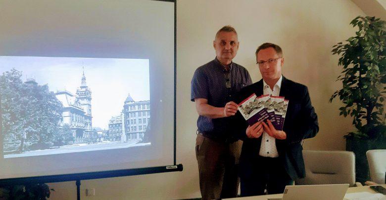 Redakcją serii zeszytów historycznych zajęli się: Maria Froncz, Jan Zacharejko i Roman Matyja. Wydawnictwo zostało dofinansowane z grantu pozyskanego z Urzędu Miejskiego w Bielsku-Białej. [fot. UM w Bielsku-Białej]