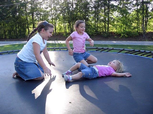 zabawa na trampolinie (fot.: materiał partnera)