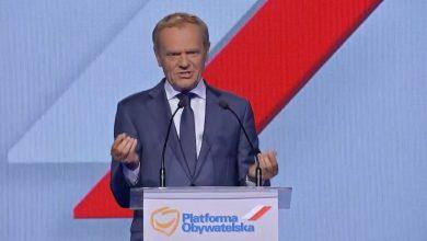 Donald Tusk znowu liderem Platformy Obywatelskiej. Były premier wraca do polskiej polityki po kilkuletniej przerwie.