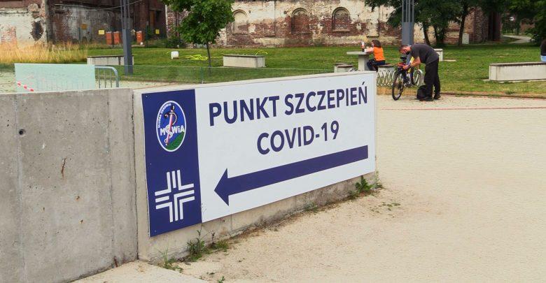 Czwarta fala nadciąga. W krajach Europy Zachodniej wzrasta liczba zakażonych. Polska jeszcze tego nie doświadcza, ale to najprawdopodobniej kwestia czasu. Specjaliści nie mają wątpliwości, że trzeba będzie ponownie walczyć z pandemią.