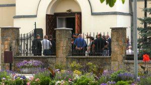 Zabójstwo w Borowcach: Policja czekała na zabójcę na pogrzebie. Justyna, Jakub i Janusz pochowani w Dąbrowie Zielonej