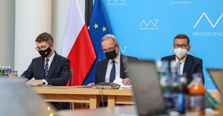 Możemy szykować się na powrót pandemii jesienią. Minister Niedzielski wieszczy wzrost zakażeń we wrześniu i październiku (foto: Ministerstwo Zdrowia/facebook)