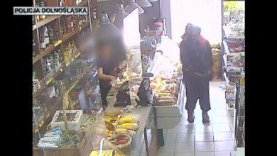 Policja szuka mężczyzny z WIDEO! Z tłuczkiem do mięsa i w kasku na głowie napadł na sklep (fot.policja)