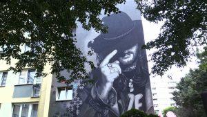 Mural Ryśka Riedla powstał na bloku w Tychach. Tu wychowała się legenda DŻEMU