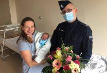 Bał jak dr House i dr Queen w jednym! Policjant z Kozienic odebrał pod szpitalem poród (fot.policja)