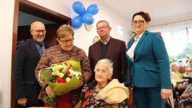 200 lat Pani Anielo! Mieszkanka Bielska skończyła 100 lat. Fot. UM Bielsko-Biała
