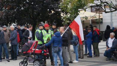 I Bielski Marsz Równości i Biało-czerwone Bielsko-Biała obok siebie. Ale incydent oficjalnie tylko jeden (fot.policja)