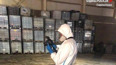 Prawie 900 ton niebezpiecznych odpadów. Policjanci znaleźli je w hali [ZDJĘCIA]. Fot. Policja Śląska