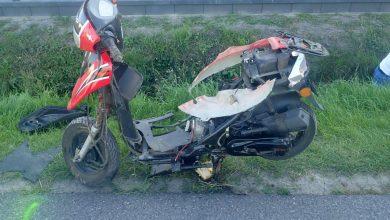 Kierowca skutera zginął w zderzeniu z osobówką. Śmiertelny wypadek w Cynkowie (fot.KPP Myszków)