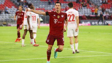 Robert Lewandowski ze Złotym Butem. Odebrał nagrodę. Fot. Bayern Monachium