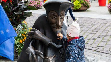 Karramba! W Bielsku odsłonięto rzeźbę szpiega z Krainy Deszczowców. Fot. UM Bielsko-Biała