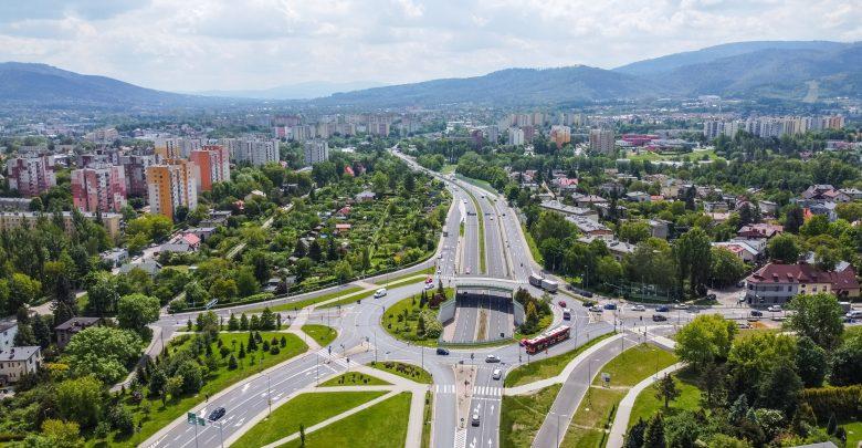 Pomiar prędkości w Bielsku-Białej. Trwa montaż wideorejestratorów (fot.UM Bielsko-Biała)