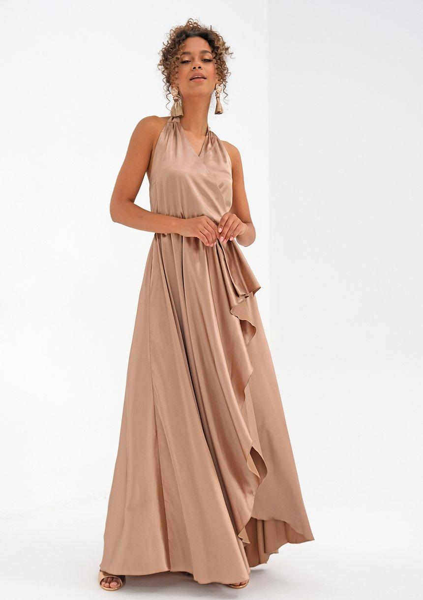 asymetryczna sukienka maxi (fot. mat. partnera)
