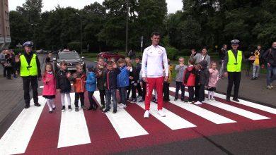Mistrz olimpijski uczył dzieci jak bezpiecznie dotrzeć do szkoły [WIDEO]