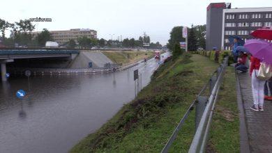 """Tu droga """"pływa"""" przy każdej ulewie. Kiedy koniec problemów na S86 w Katowicach? [WIDEO]"""