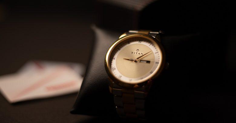 Męskie zegarki ze złota – do jakich materiałów pasują? Sprawdzamy! (fot. mat. partnera)