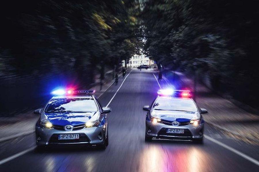 Pościg zakończony strzelaniną! Policjanci musieli oddać strzały podczas próby zatrzymania samochodu, którym jechały 4 osoby. (fot.poglądowe - policja)