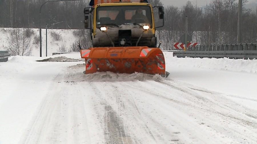 Fatalne warunki na drogach w województwie śląskim. Po obfitych opadach śniegu na większości dróg w regionie zalega spora warstwa błota pośniegowego