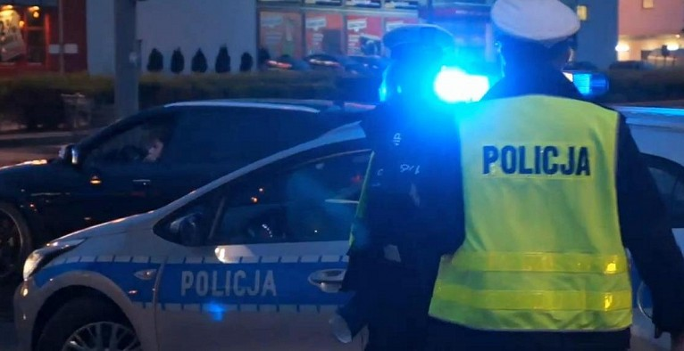Śląskie: Kobieta wyleciała w powietrze jak z katapulty! WIDEO z potrącenia mrozi krew w żyłach! (fot.archiwum/policja)